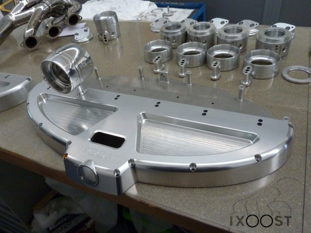 ixoost-exhaust-manifold-iphone-dock-10.jpg