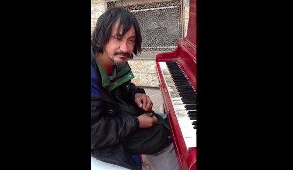 ホームレスピアノ