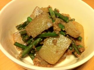 ニンニクの芽とコンニャクのピリ辛炒め
