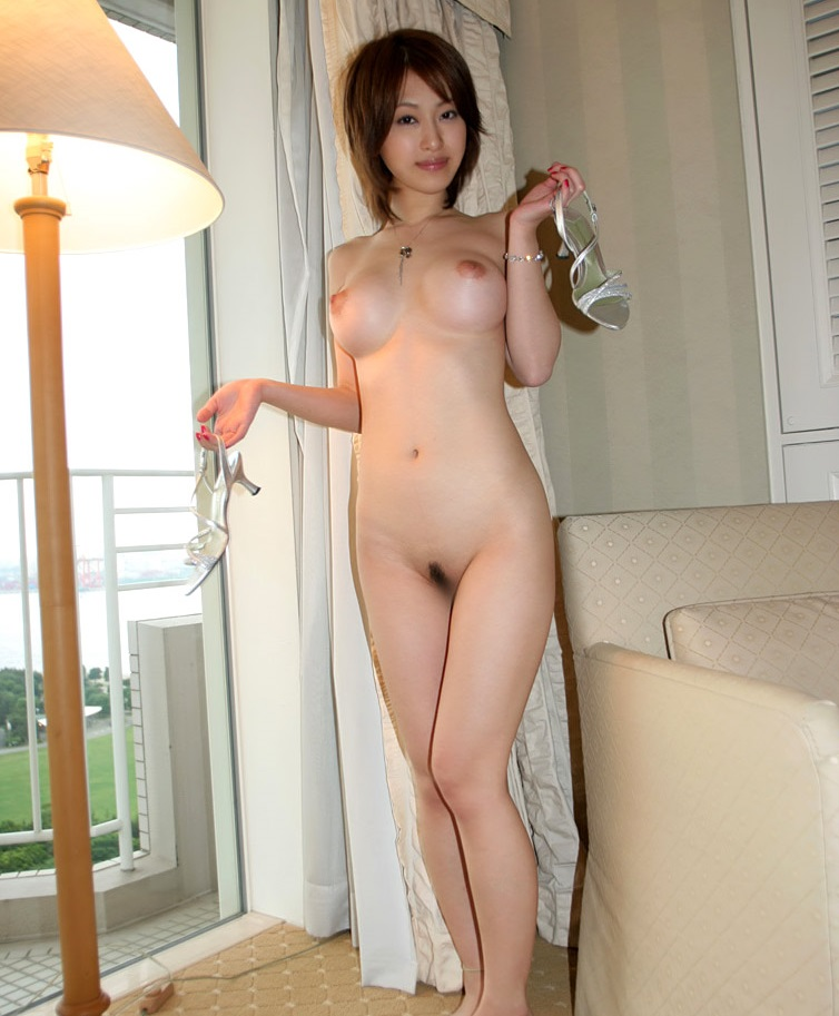 【No.8470】 全裸 / 大塚咲