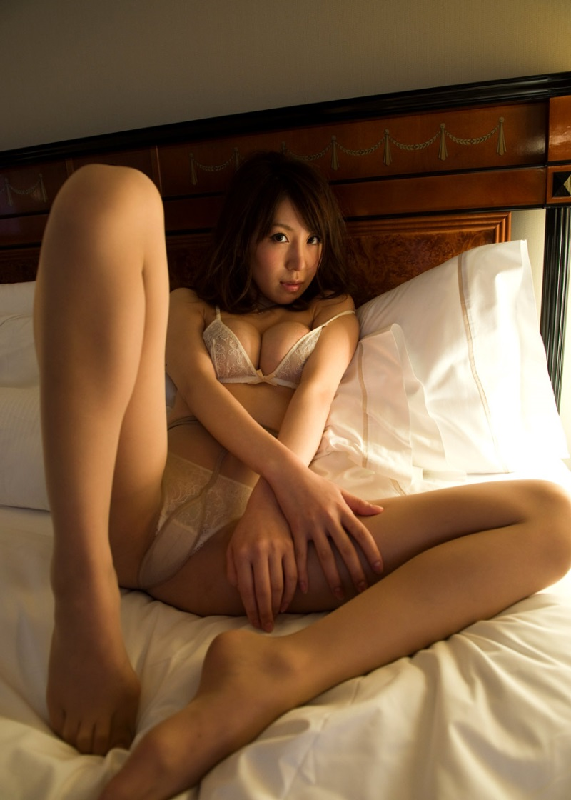 【No.8887】 谷間 / 知花メイサ