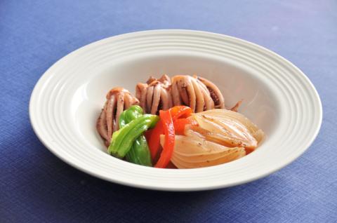 イカゲソと玉ねぎの煮物.2