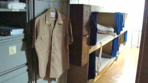 兵士の寝室4