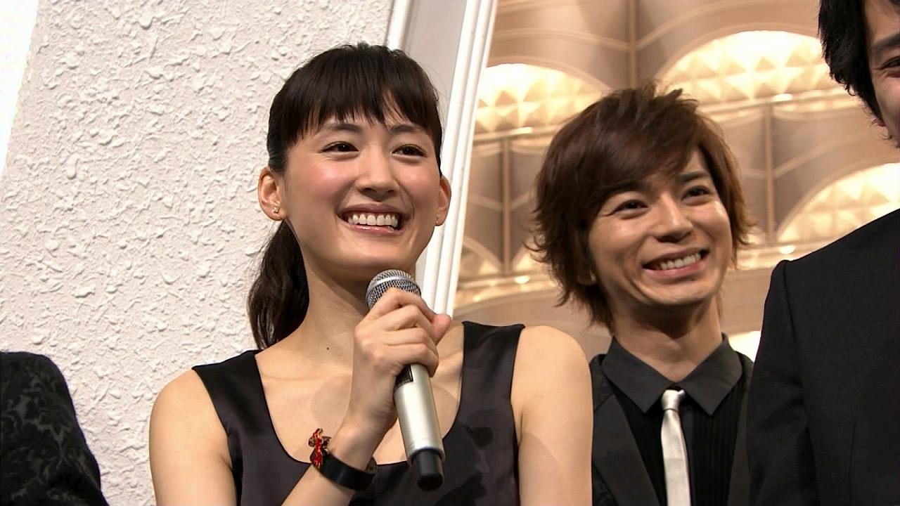 2013年紅白歌合戦、司会の綾瀬はるかと松本潤