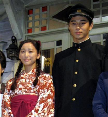 正月実家デートを報じられた杏(左)と東出昌大