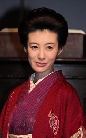 「花子とアン」の会見に登場したともさかりえの顎、顔曲りが悪化してる