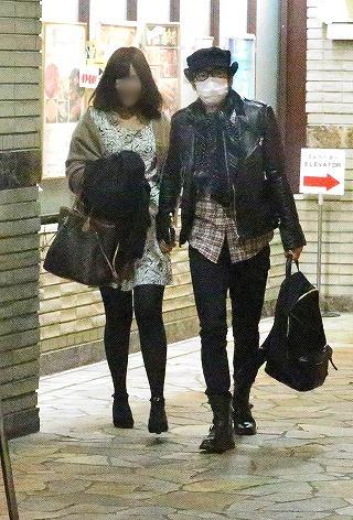 26歳年下の一般女性と今田耕司のツーショット(フライデー)