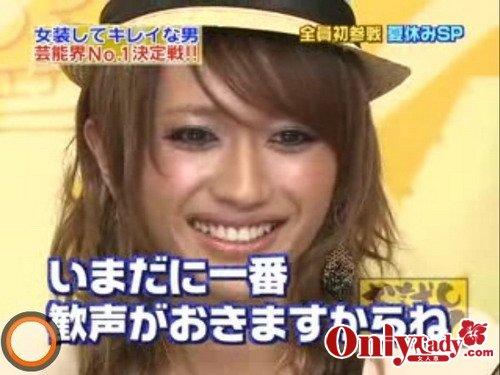女装して東京ガールズコレクションのモデルをしたAAAの西島隆弘
