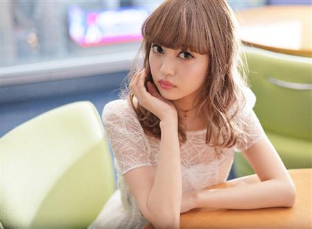 モデルデビューした中村雅俊と五十嵐淳子の娘、中村里砂
