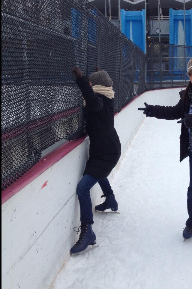 セントラルパークでスケートに挑戦した大江麻理子アナ