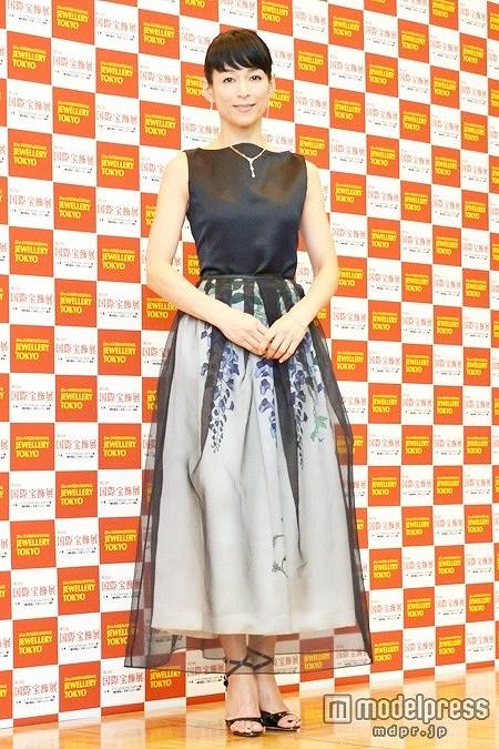 第25回 日本ジュエリーベストドレッサー賞を受賞した鈴木保奈美が劣化している