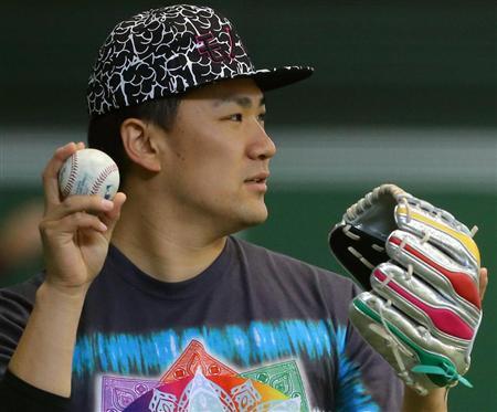 ももクロファッションで自主トレをする田中将大
