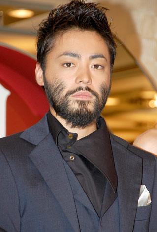 髭を生やした山田孝之