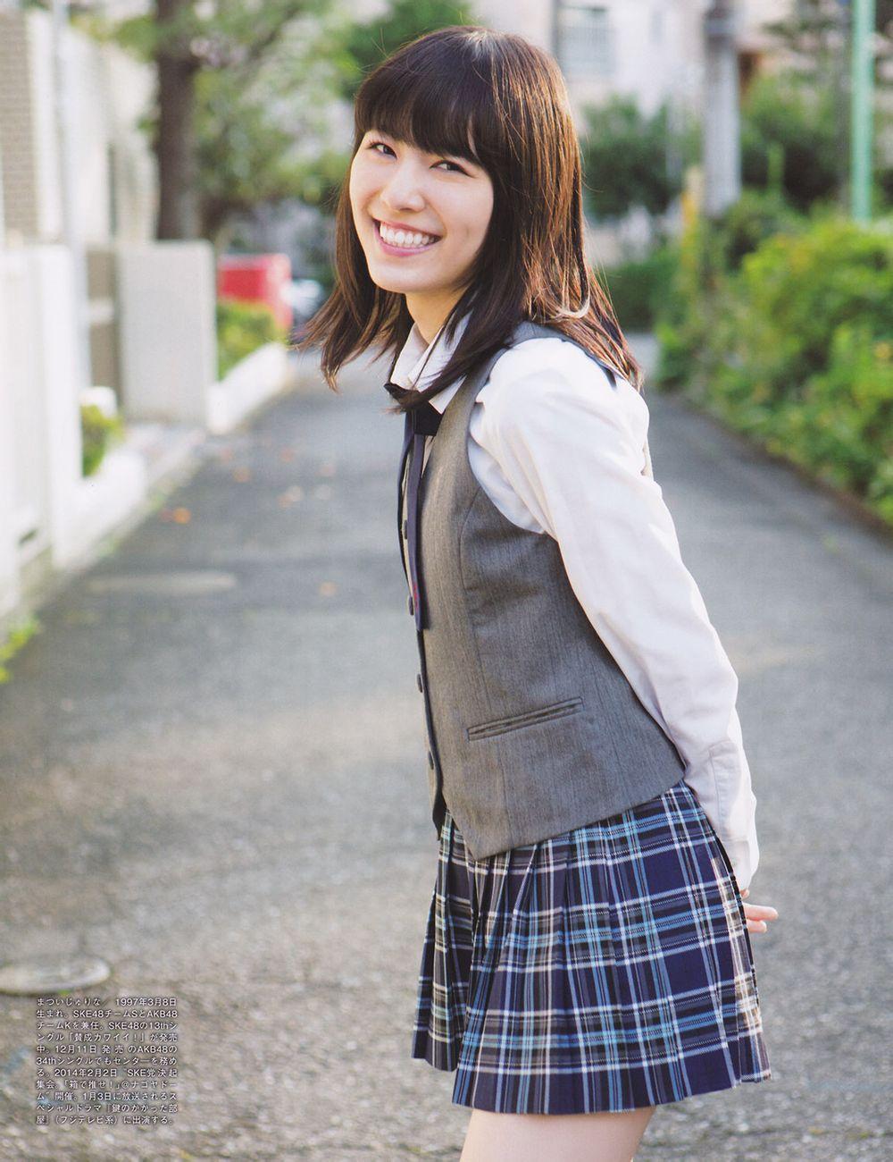 SKE48・松井珠理奈の制服姿
