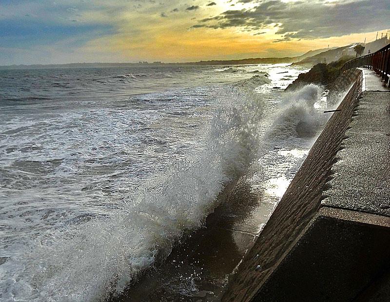 130916台風一過の野比海岸1