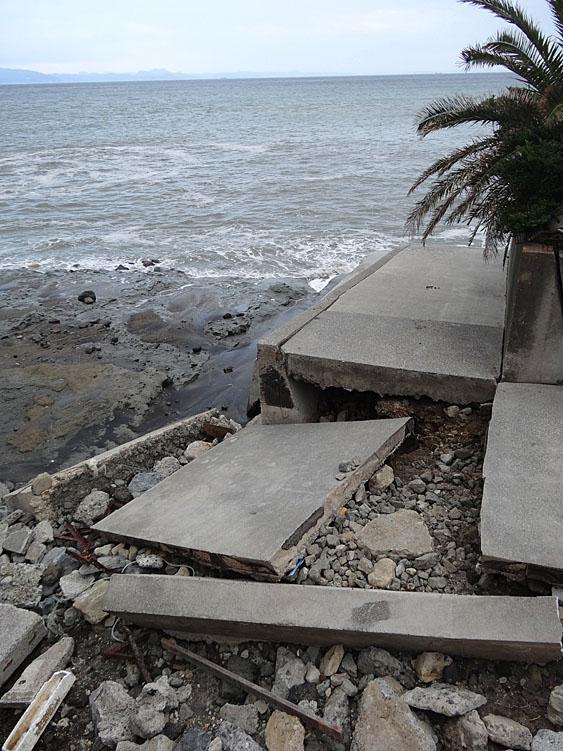 130923野比海岸崩落現場4