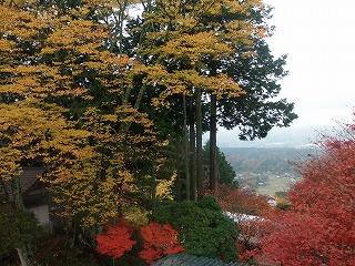 s-PB100280、城跡の展望台からの紅葉