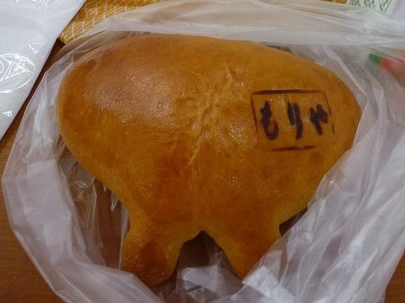 牛のおっぱい形 ミルククリームパン