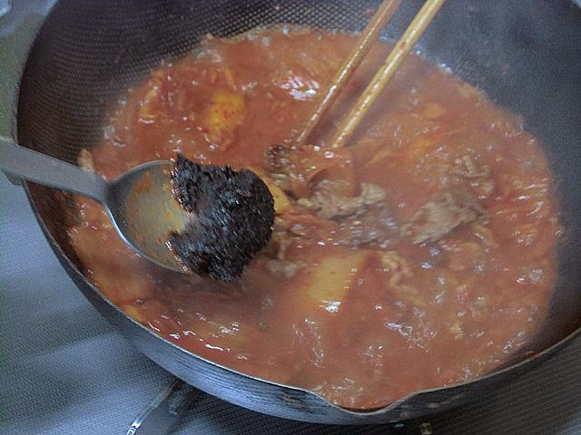 4-赤だしとスープを加えて