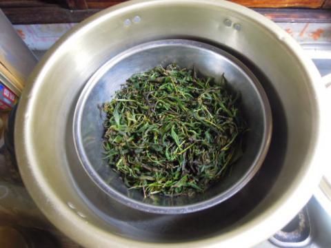 紅茶葉を発酵させる