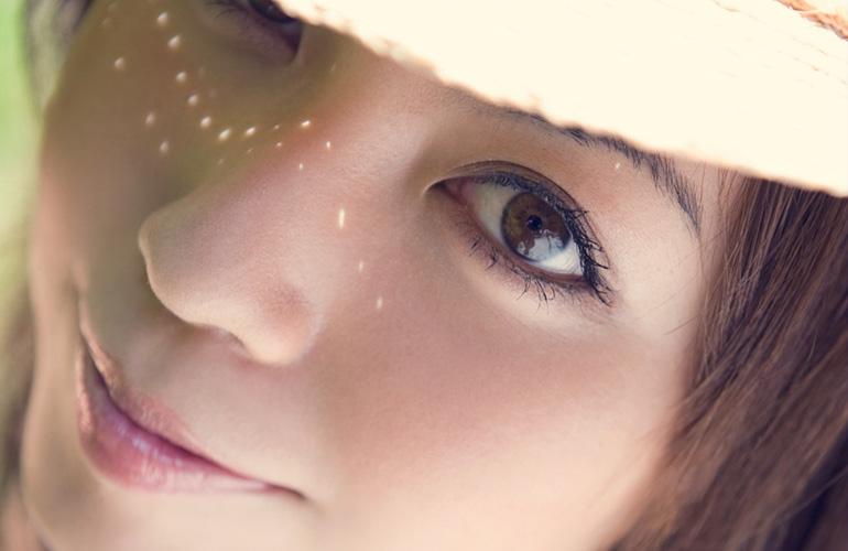 瞳に映る景色まで美しい。画角いっぱいの綺麗なお姉さん