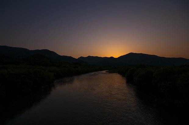 暮れなずむ富良野の川