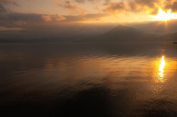 日暮の支笏湖
