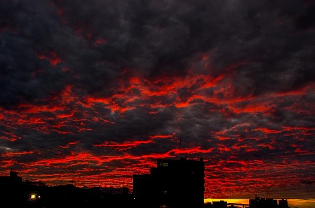 燃える夜空