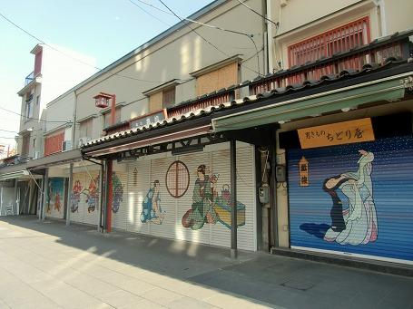 奥山おまいりまち商店街のシャッター絵