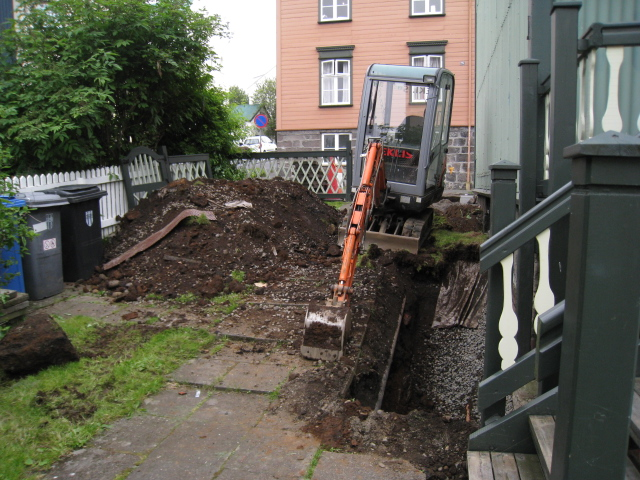 家の前が掘り返されている