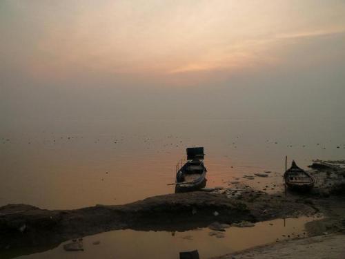 メグナ川に溶ける夕日