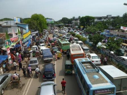渋滞はどこから始まっているのか・・・