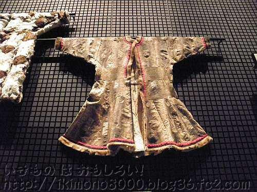民博に展示されている謎の革の服