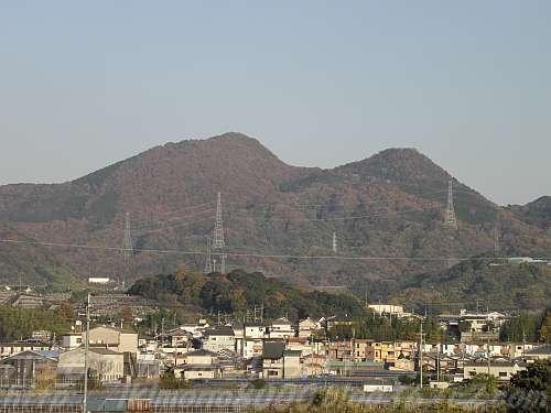 石川から見た秋の二上山