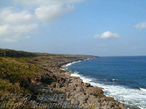 二酸化炭素が固まった石灰岩の南大東島と二酸化炭素がたくさん溶け込んだ太平洋