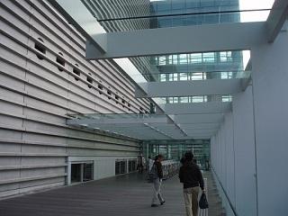 国立新美術館地下鉄からの入口