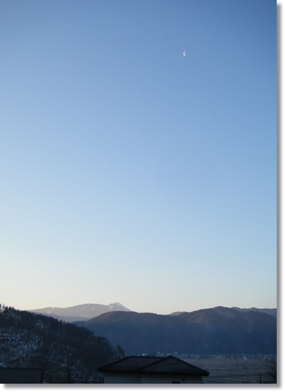 蓼科山と三日月