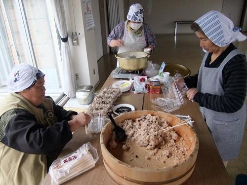 201<br />3.3.3 赤飯作り(ゆずり葉会) 046 (5)