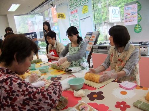 2013.4.21 料理教室(太巻き寿司) 011