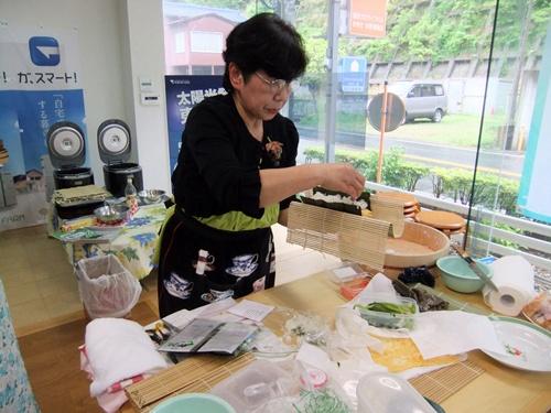 2013.4.21 料理教室(太巻き寿司) 012