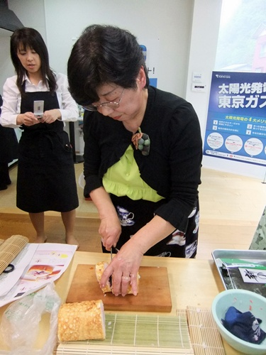 2013.4.21 料理教室(太巻き寿司) 007
