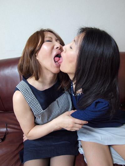昭和の奥様と女中さん
