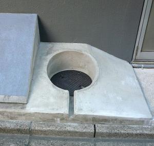 manhole2.jpg