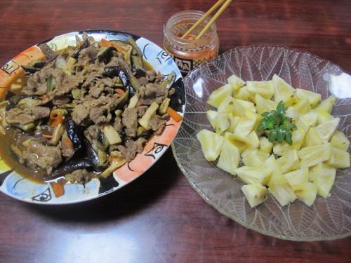 牛肉とナス・ニンジン・エリンギの麻婆炒め、ピーチパイン