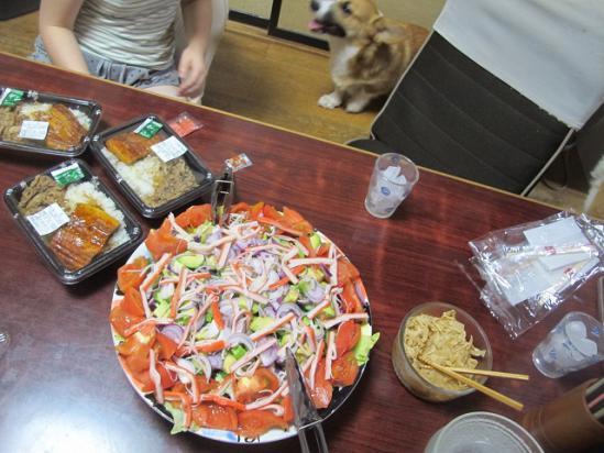 すきやのウナギュウ、アボカド入りサラダ