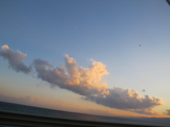 海と雲と鳥と月
