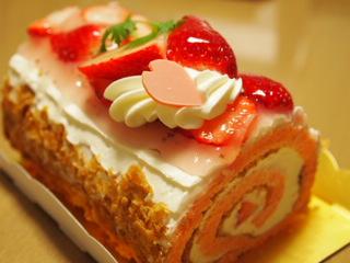桜のロールケーキ。
