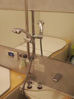 浴室の掃除。