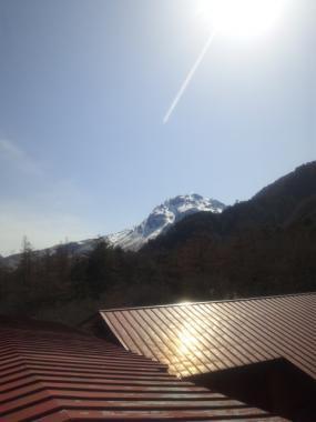 4階屋根より焼岳