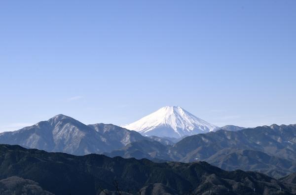高尾山山頂にて、ダイアモンド富士の撮影ポイントみたいですね。